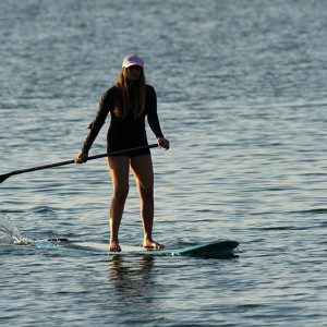 Woman_stand_up_paddle_surfing